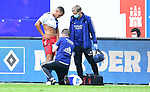 v.l. Jan Gyamerah (HSV, verletzt), Physiotherapeut Mario Reicherz, Mannschaftsarzt Dr. Wolfgang Schillings<br />Hamburg, 28.06.2020, Fussball 2. Bundesliga, Hamburger SV - SV Sandhausen<br />Foto: Tim Groothuis/Witters/Pool//via nordphoto<br /> DFL REGULATIONS PROHIBIT ANY USE OF PHOTOGRAPHS AS IMAGE SEQUENCES AND OR QUASI VIDEO<br />EDITORIAL USE ONLY<br />NATIONAL AND INTERNATIONAL NEWS AGENCIES OUT