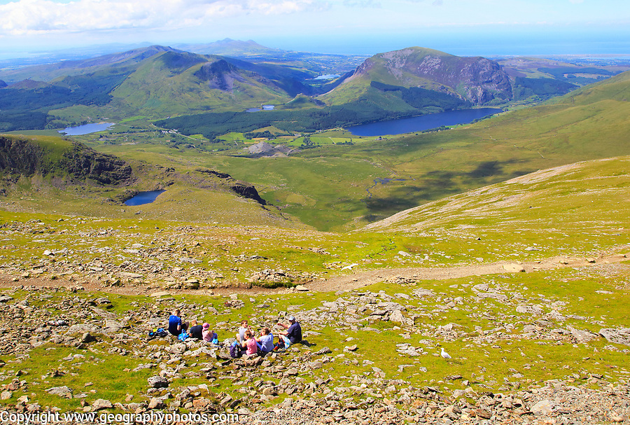 People picnicking view to Llyn Cwellyn lake, Mount Snowdon, Gwynedd, Snowdonia, north Wales, UK