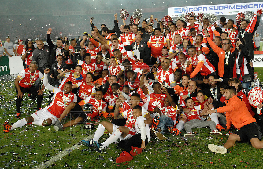 BOGOTA, COLOMBIA - DECEMBER 09: Players of Independiente Santa Fe (COL) celebrate after winning the Copa Sudamericana 2015 after second leg final match between Independiente Santa Fe and Huracan as part of Copa Sudamericana 2015 at Nemesio Camacho El Campin Stadium on December 09, 2015 in Bogota, Colombia. (Photo by Gabriel Aponte/LatinContent/Getty Images)