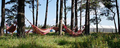 Resting in a hammock. Photo: Malin Serner/SCOUTERNA