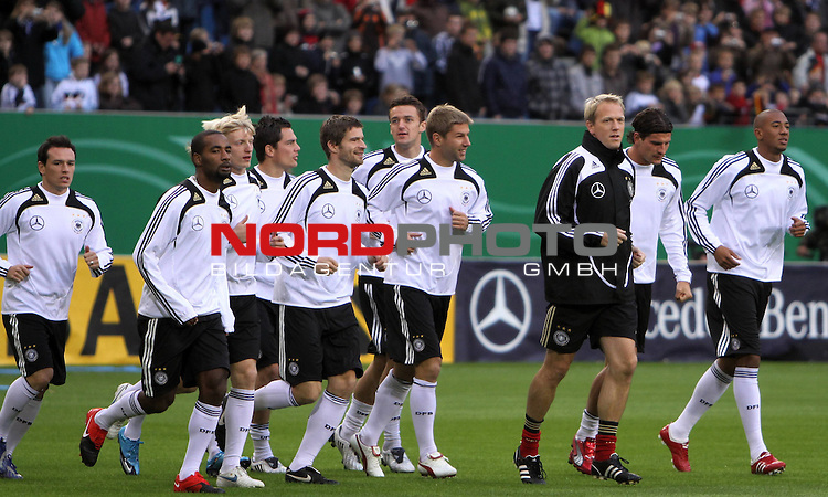 &Ouml;ffentliches Training DFB-Auswahl, 12.10.09 Hamburg<br /> <br /> <br /> Jerome Boateng (rechts) und Piotr Trochowski (links) vom HSV rumrahmen die DFB Auswahl.<br /> <br /> <br /> Foto &copy; nph (nordphoto)<br /> <br /> *** Local Caption ***