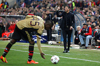 Atletico de Madrid´s coach Diego Simeone (R) and Milan´s Balotelli during 16th Champions League soccer match at Vicente Calderon stadium in Madrid, Spain. January 06, 2014. (ALTERPHOTOS/Victor Blanco)