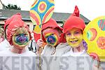 Katie Hughes, Sarah Ní Chonchúir and Béithinn Nic a'tSíthigh (Bunscoil An Clochar, Dingle) enjoying the parade during Féile na Bealtaine.