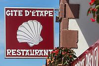 France, Pyrénées-Atlantiques (64), Pays-Basque, Saint-Jean-Pied-de-Port, Enseigne  d'un refuge pour les pèlerins // France, Pyrenees Atlantiques, Basque Country, Saint Jean Pied de Port, Teaches a shelter for pilgrims