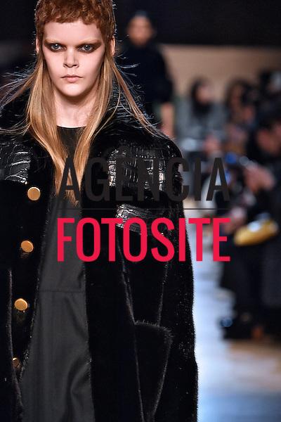 Givenchy<br /> <br /> Paris - Inverno 2016<br /> <br /> <br /> foto: FOTOSITE