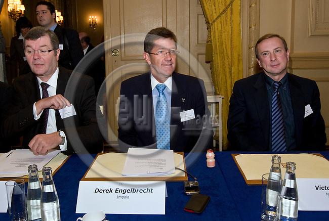 BRUSSELS - BELGIUM - 18 NOVEMBER 2009 --  IPA, International Platinum Group Metals Association meeting in Concert Nobel. -- Hugo Morel - Umicore, Derek Engelbrecht - Impala, Victor Sprogis - Norilsk Nickel. -- PHOTO: Juha ROININEN / EUP-IMAGES
