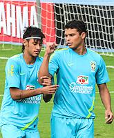 RIO DE JANEIRO-12/07/2012-Neymar (E) e Tiago Silva no segundo dia de treino da Selecao Brasileira de Futebol na Escola de Educacao Fisica do Exercito, na Urca, Zona Sul do Rio.Foto:Marcelo Fonseca-Brazil Photo Press