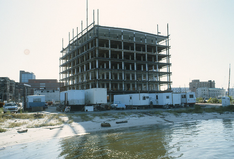 1983 September ..Redevelopment.Downtown West (A-1-6)..CONSTRUCTION PROGRESS VIEWS.BOUSH COLD STORAGE.HARBOR PLACE CONDOS...NEG#.NRHA#..