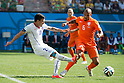 Charles Aranguiz (CHI), Nigel De Jong (NED), JUNE 23, 2014 - Football / Soccer : FIFA World Cup Brazil 2014 Group B match between Netherlands 2-0 Chile at Arena de Sao Paulo Stadium in Sao Paulo, Brazil. (Photo by Maurizio Borsari/AFLO)