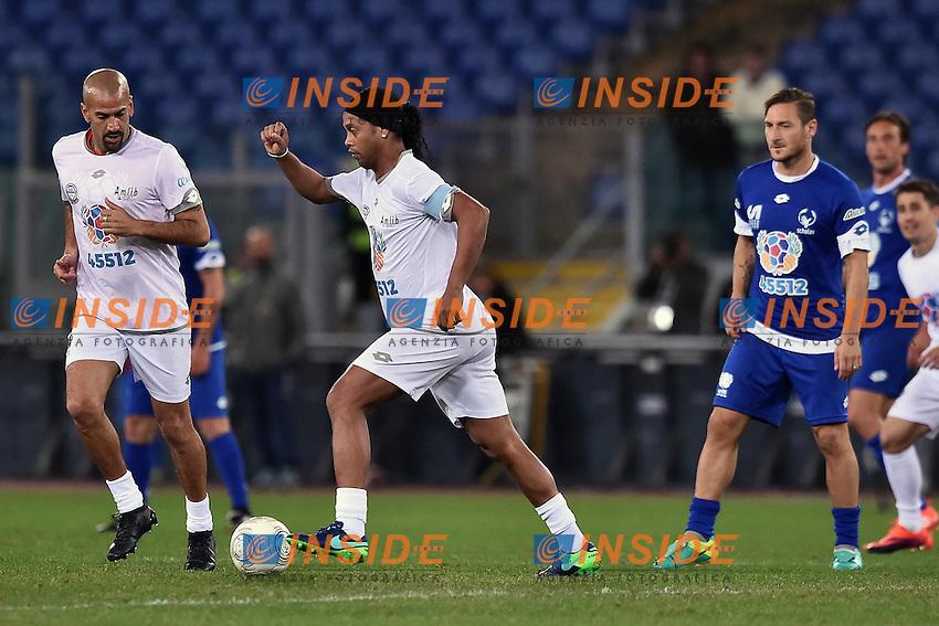 Juan Sebastian Veron, Ronaldinho <br /> Roma 12-10-2016 Stadio Olimpico <br /> Incontro di calcio benefico Uniti per la Pace <br /> Charity football match United for Peace . Foto Andrea Staccioli / Insidefoto