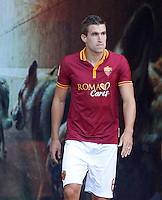 "Calcio: allenamento a porte aperte ""Open Day"" per la presentazione della Roma, a Roma, stadio Olimpico, 21 agosto 2013.<br /> AS Roma midfielder Kevin Strootman, of the Netherlands, attends the Open Day training session at Rome's Olympic stadium, 21 August 2013.<br /> UPDATE IMAGES PRESS/Riccardo De Luca"