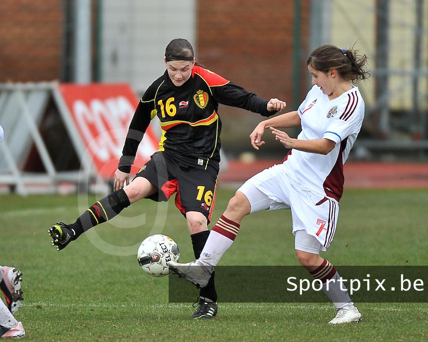 Russia U19 - Belgium U19 : duel between Elke Van Gorp (16) and Russian Anastasia Konyukhova (7).foto DAVID CATRY / Nikonpro.be