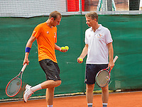 Austria, Kitzbuhel, Juli 14, 2015, Tennis, Davis Cup, Training Dutch team, Thiemo de Bakker with captain Jan Siemerink (R)<br /> Photo: Tennisimages/Henk Koster