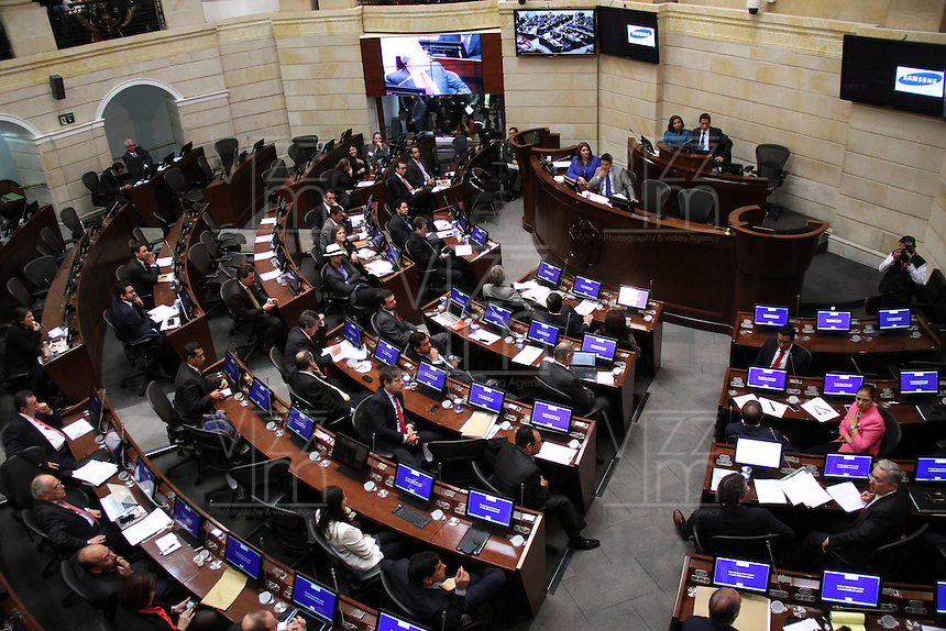 BOGOTA -COLOMBIA. 17-SEPTIEMBRE-2014. Panoramica del Senado de La Republica donde sesiono la comision segunda del senado   durante el debate contra el senador y expresidente de Colombia Alvaro Uribe sobre paramilitarismo  .Debate convocado por el senador Ivan Cepeda contra el senador Alvaro Uribe sobre paramilitarismo. /  Panoramic Senate in session The Republic where the second commission senate during the debate against Senator and former president of Colombia Alvaro Uribe on paramilitary .Debate convened by Senator Ivan Cepeda against Senator Alvaro Uribe on paramilitary. Photo: VizzorImage/ Felipe Caicedo / Staff