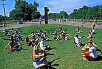Prática de ginástica no Parque do Ibirapuera. São Paulo. 1990. Foto de Juca Martins.