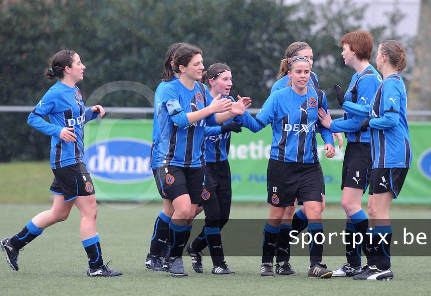 Club Brugge Dames - Famkes Merkem : vreugde na een doelpunt van Brugge.foto VDB / BART VANDENBROUCKE