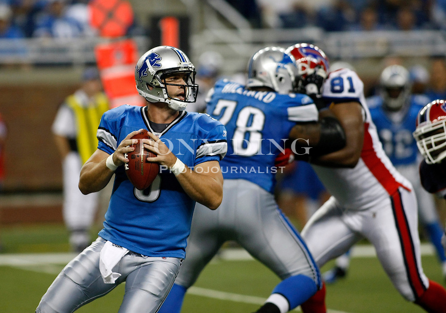 Detroit Lions quarterback Drew Stanton (5) looks for an open receiver to pass the ball in the second quarter of a preseason NFL football game with the Buffalo Bills, Thursday,  Sept. 2, 2010, in Detroit. (AP Photo/Tony Ding)