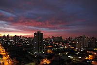 FOTO EMBARGADA PARA VEICULOS INTERNACIONAIS. SAO PAULO, SP, 17/12/2012. AMANHECER. Lindo amanhecer na capital paulista nessa Terça-feira (18).  Luiz Guarnieri/ Brazil Photo Press
