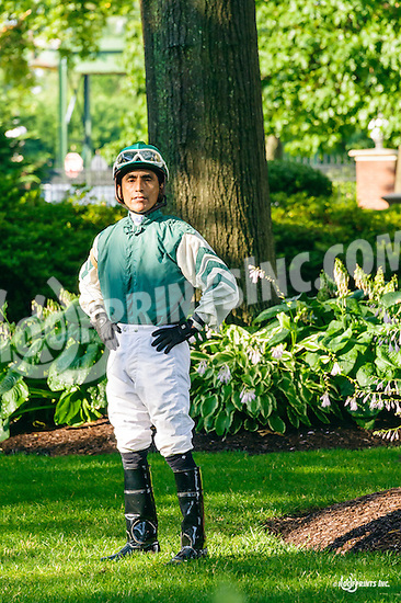 Jose Flores before The Delaware Oaks (gr 3) at Delaware Park on 7/9/16