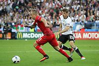 Kamil Grosicki (POL) gegen Thomas Müller (D) - EM 2016: Deutschland vs. Polen, Gruppe C, 2. Spieltag, Stade de France, Saint Denis, Paris