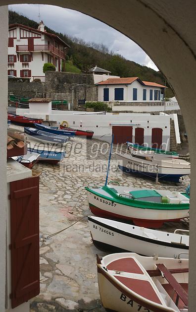 Europe/France/Aquitaine/64/Pyrénées-Atlantiques/Pays Basque/ Guéthary: le petit port des pêcheurs