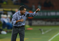 MEDELLÍN -COLOMBIA-13-11-2014. Juan Carlos Osorio técnico de Atlético Nacional gesticula durante  partido con Atlético Huila por la fecha 2 de los cuadrangulares finales de la Liga Postobón II 2014 jugado en el estadio Atanasio Girardot de la ciudad de Medellín./ Juan carlos Osorio coach of Atletico Nacional gestures during a  match gainst Atletico Huila for the  second date of the final quardrangular of Postobon League II 2014 at Atanasio Girardot stadium in Medellin city. Photo: VizzorImage/Luis Ríos/STR