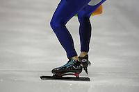 SCHAATSEN: HEERENVEEN: Thialf, Essent ISU World Cup, 02-03-2012, 500m Men, achteraanzicht close-up schaatsen Michel Mulder (NED), ©foto: Martin de Jong