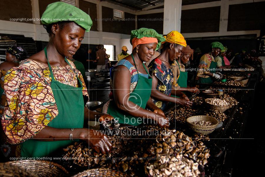 BURKINA FASO, Banfora , Sotria B Sarl factory for cashew kernel processing, women peel cashew nuts / Fabrik zur Verarbeitung von Kaschukerne , Frauen schaelen und sortieren Kaschu Nuesse