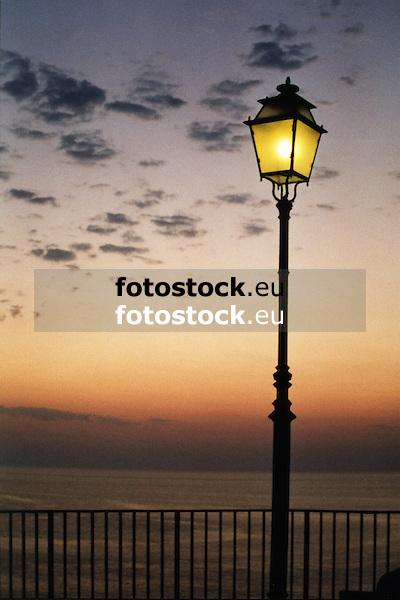 street lamp over the Mediterranean Sea<br /> <br /> farola sobre el Mar Mediterr&aacute;neo<br /> <br /> Stra&szlig;enlaterne &uuml;ber dem Mittelmeer<br /> <br /> 1772 x 1181 px<br /> Original: 35 mm