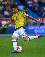 BARRANQUILLA - COLOMBIA -08-10-2015: James Rodriguez jugador de Colombia en acción durante partido entre Colombia y Bolivia por la fecha 13 de la clasificatoria a la Copa Mundial de la FIFA Rusia 2018 jugado en el estadio Metropolitano Roberto Melendez en Barranquilla. / James Rodriguez player of Colombia in action during the match between Colombia and Bolivia for the date 13 of the qualifier to FIFA World Cup Russia 2018 played at Metropolitan stadium Roberto Melendez in Barranquilla. Photo: VizzorImage / Alfonso Cervantes / Cont