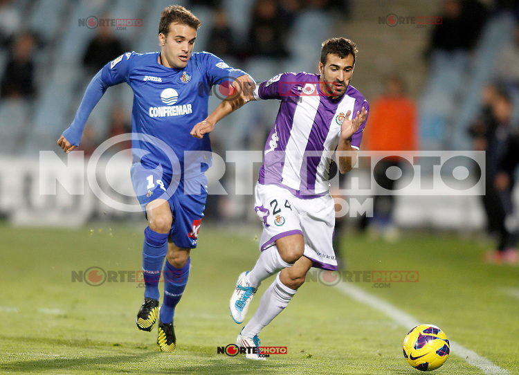 Getafe's Pedro Leon (l) and Real Valladolid's Mikel Balenziaga during La Liga match.November 18,2012. (ALTERPHOTOS/Acero) NortePhoto
