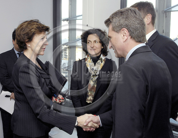 Brussels-Belgium - 27 Feburary 2008---Neelie KROES (le), European Commissioner in charge of Competition, receives Günther (Gunther, Guenther) OETTINGER (ri), Minister-President of Baden-Württemberg (Wuerttemberg)---Photo: Horst Wagner / eup-images