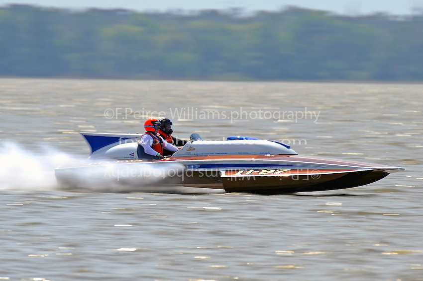 """Chris Hall, H-97 """"Bluewater Special"""" (2-seat 7 Litre Div I class Lauterbach hydroplane)"""