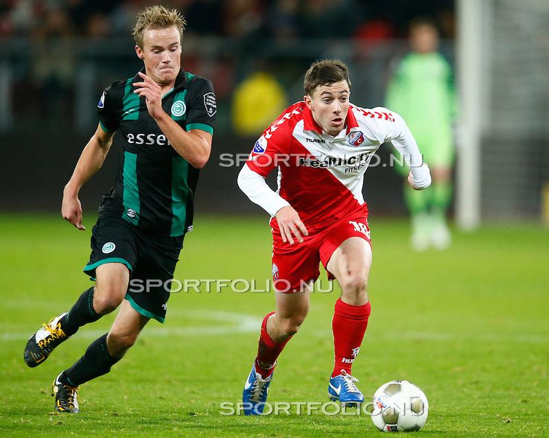 Nederland, Utrecht, 26 oktober 2012.Eredivisie.Seizoen 2012-2013.FC Utrecht-FC Groningen (1-0).Tommy Oar van FC Utrecht passeert Maikel Kieftenbeld van FC Groningen