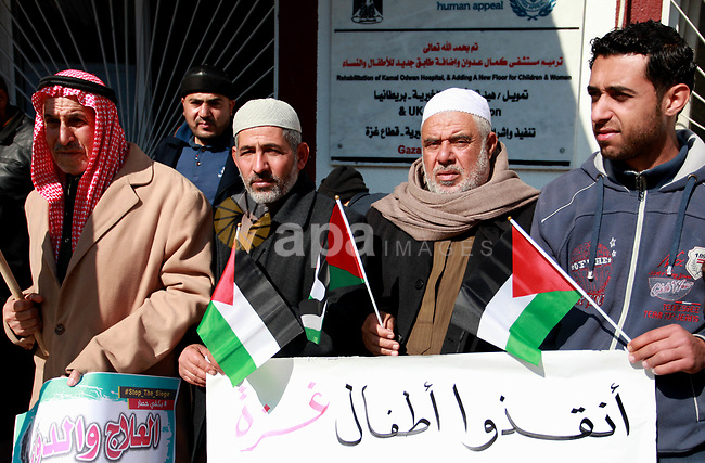 Palestinians take part in a protest against the worsening health conditions and the decade-long Israeli blockade, in Jabalia in the northern Gaza Strip on January 30, 2018. Photo by Mahmoud Ajour