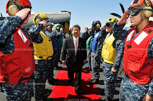 PACIFIC OCEAN (April 4, 2011) Japan Defense Minister Toshimi Kitazawa receives honors from Sailors upon his arrival aboard the aircraft carrier USS Ronald Reagan (CVN 76). During the visit Japanese and American officials thanked and greeted Ronald Reagan Sailors for relief efforts during Operation Tomodachi. Ronald Reagan is off the coast of Japan to provide disaster relief and humanitarian assistance to Japan as directed in support of Operation Tomodachi. (Photo by U.S. Navy/AFLO) [0006]