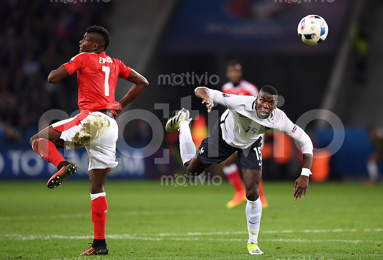 FUSSBALL EURO 2016 GRUPPE A IN LILLE Schweiz - Frankreich     19.06.2016 Breel Embolo (li, Schweiz)  gegen Paul Pogba (re, Frankreich)