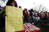 """SÃO PAULO,SP,04.06.2014 - PROTESTO MTST -  Integrantes do Movimento dos Trabalhadores Sem-Teto (MTST) fazem protesto contra os gastos da Copa do Mundo, na tarde desta quarta-feira (4), na Zona Leste de São Paulo. Batizado de """"Campanha Copa Sem Povo, tô na Rua de Novo.(Foto Ale Vianna/Brazil Photo Press)."""