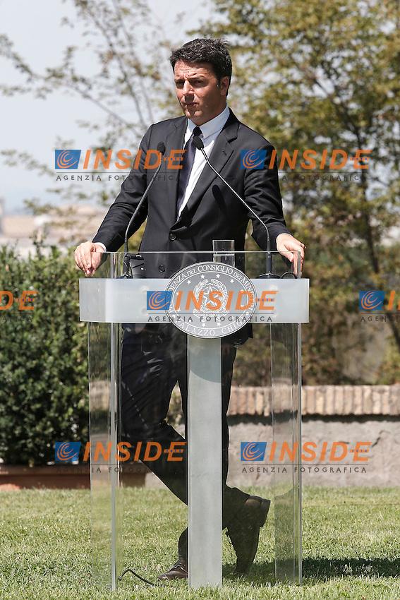 Matteo Renzi<br /> Roma 27-07-2016 Villa Pamphilj. Incontro tra il primo ministro italiano e la neo premier Inglese.<br /> Italian Premier meets the new English Prime Minister.<br /> Photo Samantha Zucchi Insidefoto