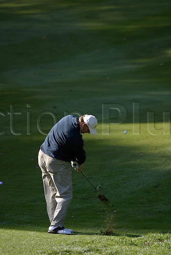 October 17, 2003: Rear view of South African golfer ERNIE ELS (RSA) plays a fairway iron on the 1st during the second round of the HSBC World Matchplay Championship at Wentworth,Els beat Tim Clark by 2 holes. Photo: Glyn Kirk/action plus...match play golf 031017 player matchplay back