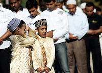 Bambini musulmani alla preghiera dell'Eid-al-Fitr per celebrare la fine del Ramadan, in piazza Vittorio, Roma, 10 settembre 2010..Muslim children take part in the Eid-al-Fitr prayer which marks the fasting month of Ramadan, in Rome, 10 september 2010..UPDATE IMAGES PRESS/Riccardo De Luca