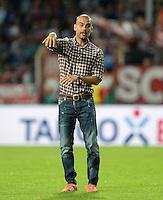 FUSSBALL       DFB POKAL 1. RUNDE        SAISON 2013/2014 BSV Schwarz-Weiss Rehden  - FC Bayern Muenchen  05.08.2013 Trainer Josep Pepp Gardiola (FC Bayern Muenchen) gibt Anweisungen