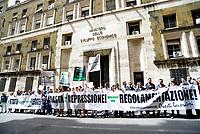 Roma, 11 Giugno 2019<br /> Lavoratori, imprenditori e venditori di Canapa Light protestano davanti il Ministero dello Sviluppo economico contro le incertezze provocate dlla sentenza della Cassazione che mette in dubbio la legalità della Cannabis leggera