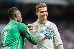 Cristiano Ronaldo of Real Madrid is consoled by goalkeeper Idriss Carlos Kameni of Malaga CF during their La Liga 2016-17 match between Real Madrid and Malaga CF at the Estadio Santiago Bernabéu on 21 January 2017 in Madrid, Spain. Photo by Diego Gonzalez Souto / Power Sport Images