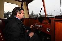 Wolfgang Korell hat zusammen mit Ralf Krämer den Wismarer Schienenbus restauriert und fährt mit den Besuchern bei der Saisoneröffnung ein Stück auf dem Gelände des Eisenbahnmuseums - Darmstadt 02.04.2017: Saisoneröffnung im Eisenbahnmuseum Kranichstein