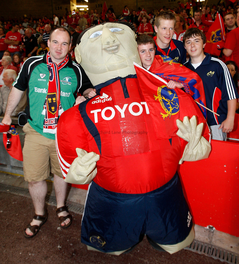 Photo: Richard Lane/Richard Lane Photography. .Munster v Toulouse. Heineken Cup Final. 24/05/2008. .Munster fans with the mascot.