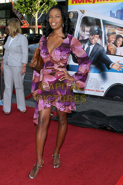 "JILL MARIE JONES.""The Honeymooners"" World Premiere,.at the Grauman's Chinese Theatre, .Hollywood, CA, USA, 8th June 2005..full length purple dress patterned print.Ref: ADM.www.capitalpictures.com.sales@capitalpictures.com.©Jacqui Wong/AdMedia/Capital Pictures."