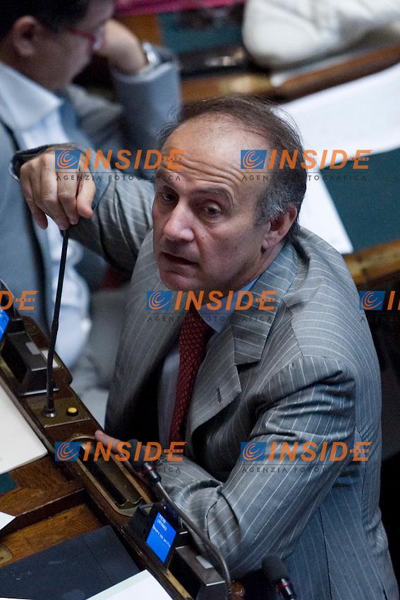 DISCUSSIONE ALLA CAMERA DEI DEPUTATI SUL DECRETO LEGGE RIGUARDANTE L EMERGENZA RIFIUTI IN CAMPANIA ..IL DEPUTATO ANDREA RONCHI..ROMA 19 LUGLIO  2011..PHOTO  INSIDEFOTO..............................