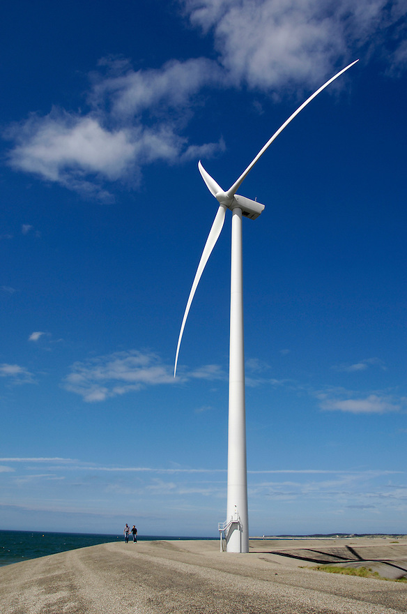 Nederland, Vrouwenpolder, 15 aug 2007.Windmolens op voormalig werkeiland Neeltje Jans..Deze locatie behoort tot de windrijkste gebieden van Nederland..windmolen, windpark, windturbine, windenergie..Foto (c): Michiel Wijnbergh