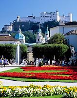 Oesterreich, Salzburger Land, Salzburg: Blick vom Mirabell Schlosspark zur Altstadt mit Dom und Festung Hohensalzburg | Austria, Salzburger Land, Salzburg, view across Mirabell Palace Garden towards Down Town with cathedral and fortress Hohensalzburg